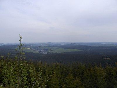 výhled ze skalní vyhlídky směrem na Bärenstein