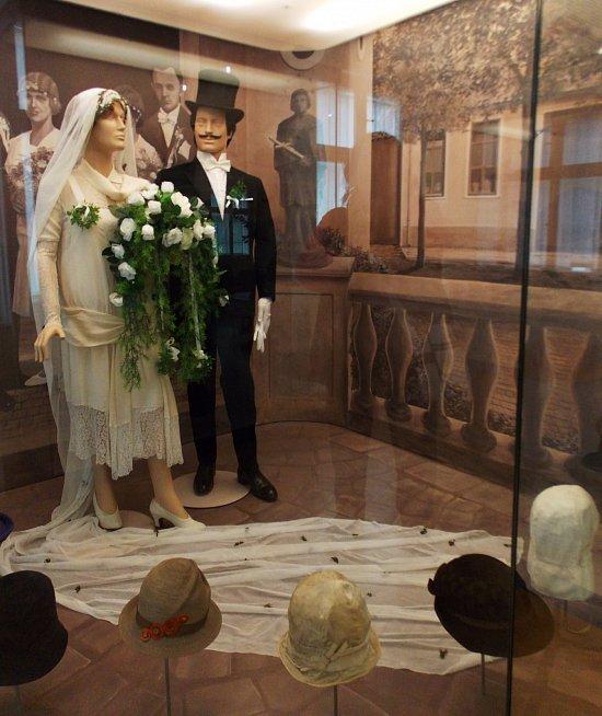 Fotogalerie Za klobouky do Muzea Žerotínského zámku v Novém Jičíně - č.  1651056  4a69d004ee