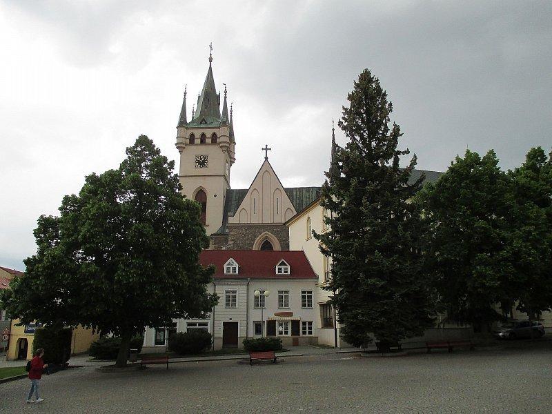 Velký černý péro kostel
